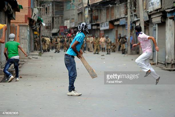Youth clash with Indian Security forces in old city Srinagar,Kashmir