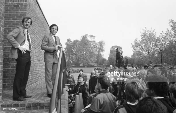 ABBEY BUCKINGHAMSHIRE OCTOBER 10TH 1985 Youth Development Officer Gwyn Williams with Chelsea Manager John Hollins speak to the children during the...