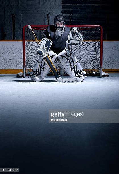 youth hockey portiere - hockey foto e immagini stock