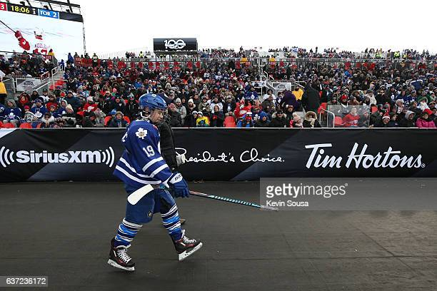 Youth hockey player heads to the dressing room during the 2017 Rogers NHL Centennial Classic alumni game between the Detroit Red Wings and the...