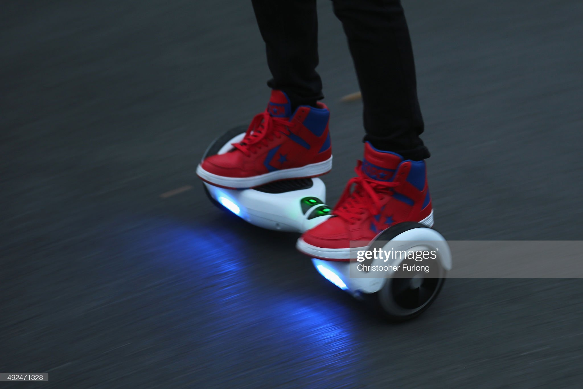 CPS Confirms Hoverboards Are Illegal To Ride On The Pavement And The Road : Fotografía de noticias