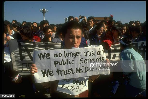 Youth w We no longer trust dirty public servants We trust Mr Democracy sign during studentled prodemocracy protests in Tiananmen Sq
