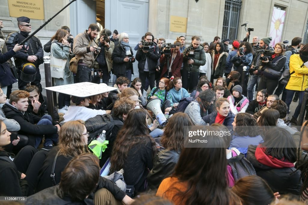 FRA: Youths Demonstrate In Paris Against Climate Change