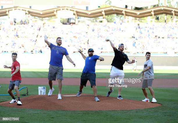 YouTube Dude Perfect ceremonia first pitch before Game 2 of the 2017 World Series between the Houston Astros and the Los Angeles Dodgers at Dodger...