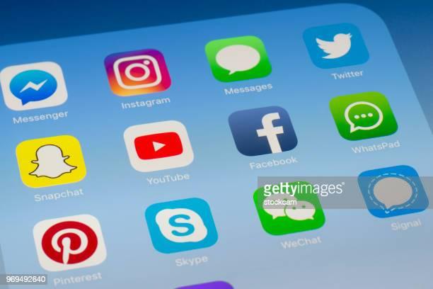 YouTube, Facebook et autres applications de médias sociaux sur l'écran de l'iPad