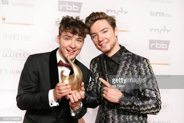 Youtube stars and award winner Heiko Lochmann and Roman Lochmann during the Goldene Henne winners board photo call on September 28 2018 in Leipzig...