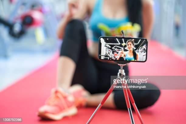 youtuber online broadcasting healthy food - video call stock-fotos und bilder