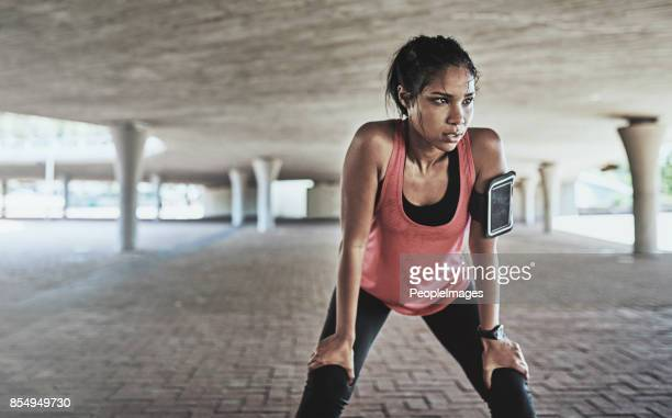you've gotta sweat for it - atleta imagens e fotografias de stock