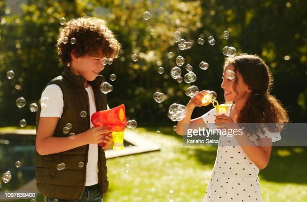 you've met your bubble blowing match - solo bambini foto e immagini stock