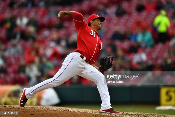 Yovani Gallardo of the Cincinnati Reds pitches against the Washington Nationals at Great American Ball Park on April 1 2018 in Cincinnati Ohio Yovani...