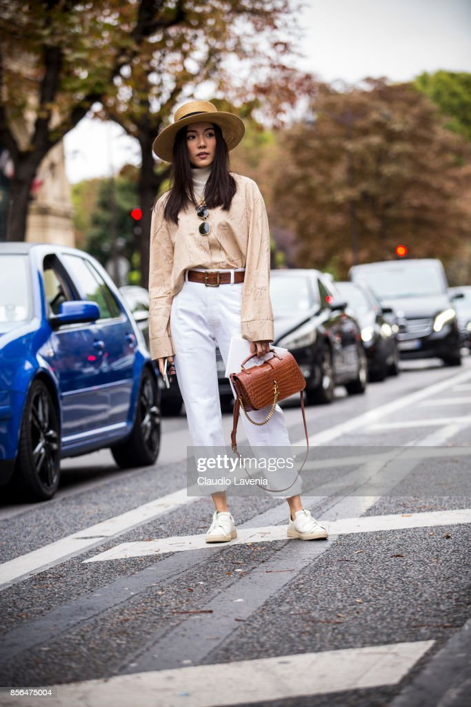 Street Style : Paris Fashion Week Womenswear Spring/Summer 2018 : Day Six : News Photo