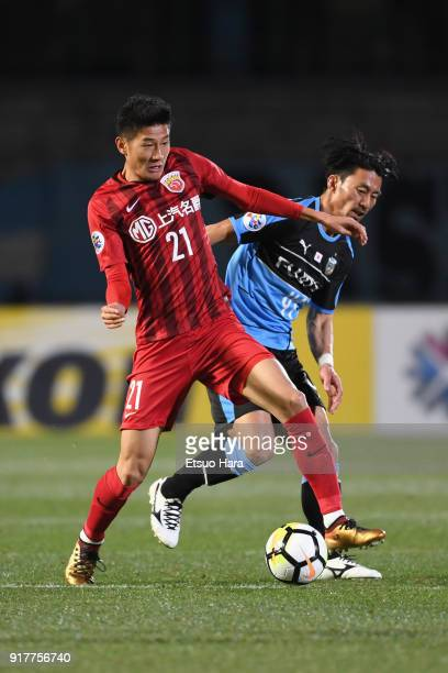 Yu Hai of Shanghai SIPG and Akihiro Ienaga of Kawasaki Frontale compete for the ball during the AFC Champions League Group F match between Kawasaki...