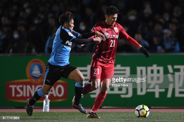 Yu Hai of Shanghai SIPG and Yoshito Okubo of Kawasaki Frontale compete for the ball during the AFC Champions League Group F match between Kawasaki...