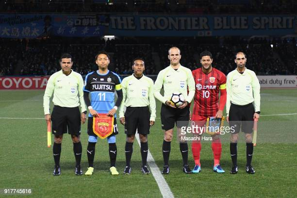Yu Kobayashi of Kawasaki Frontale and Hulk of Shanghai SIPG pose for photographs with match officials prior to the AFC Champions League Group F match...