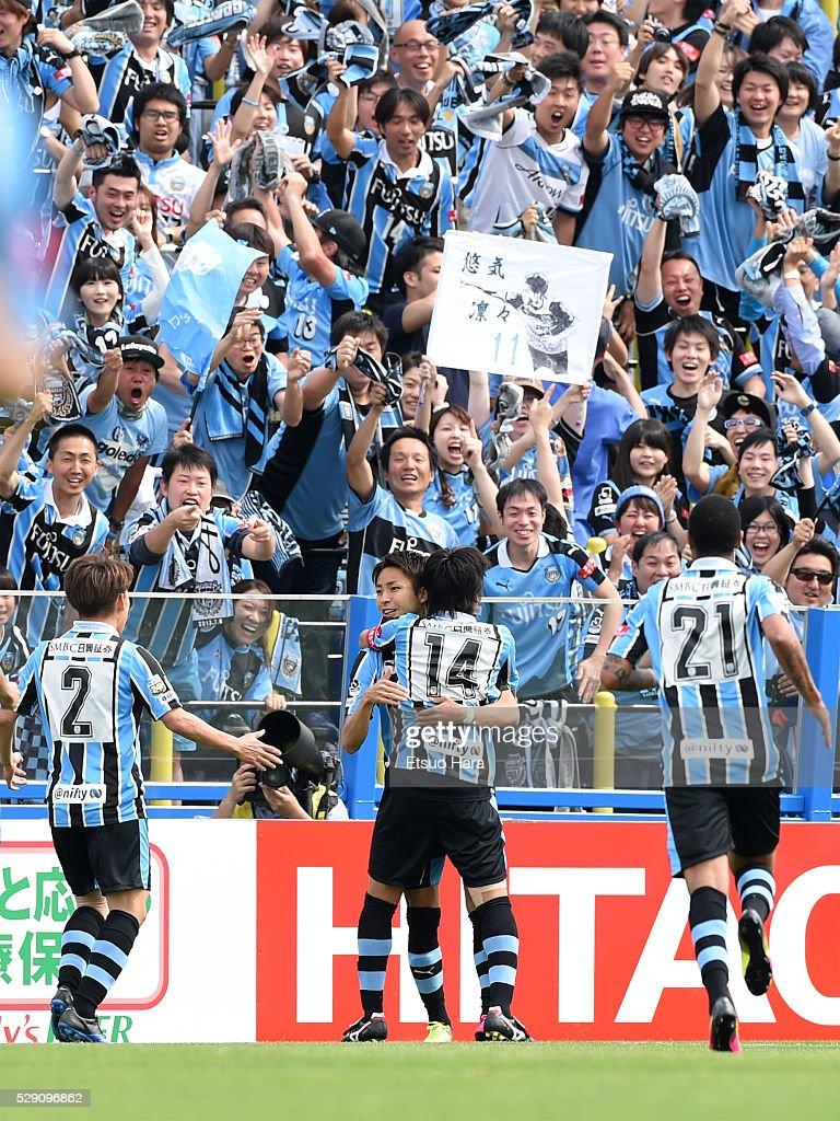 Yu Kobayashi of Kawasaki Frontale celebrates scoring his team's third goal during the J.League match between Kashiwa Reysol and Kawasaki Frontale on May 08, 2016 in Kashiwa, Chiba,Japan.