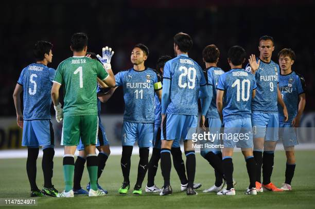 Yu Kobayashi of Kawasaki Frontale high fives his team mates prior to the AFC Champions League Group H match between Kawasaki Frontale and Shanghai...