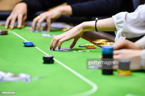 Yu Linghan exercises Texas Hold 'em Poker with her teammates on December 24 2017 in Chengdu Sichuan Province of China 20yearold Chinese girl Yu...