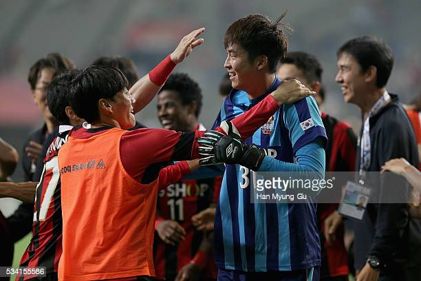 Yu Sang-Hun of FC Seoul celebrates with team mates after winning the penalty shootout during the AFC Champions League Round Of 16 match between FC...