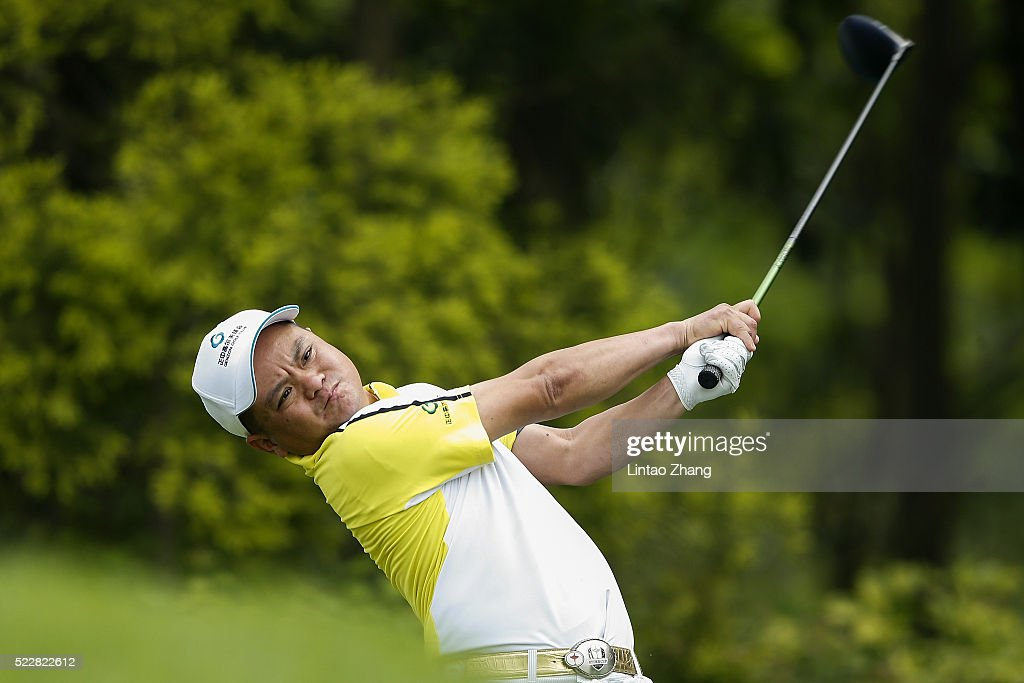 Yuan Tian of China plays a shot during the first round of the Shenzhen International at Genzon Golf Club on April 21, 2016 in Shenzhen, China. Photo by Lintao Zhang/Getty Images)