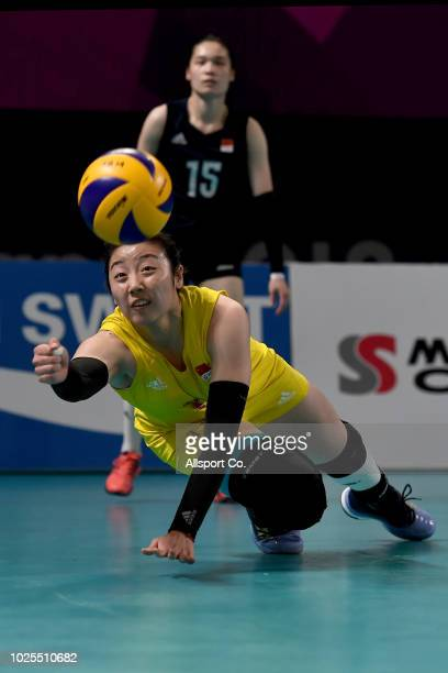 Yuan Xinyue#1 of China dives to save the ball during the Women's Volleyball Semi Final Between China and Japan at the Gelora Bung Karno Volleyball...