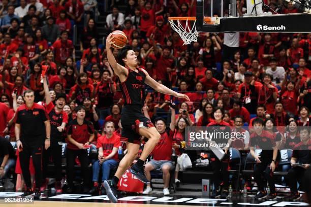 Yudai Baba of the Alvark Tokyo goes up for a dunk during the B.League Championship Final between Alvark Tokyo and Chiba Jets at Yokohama Arena on May...