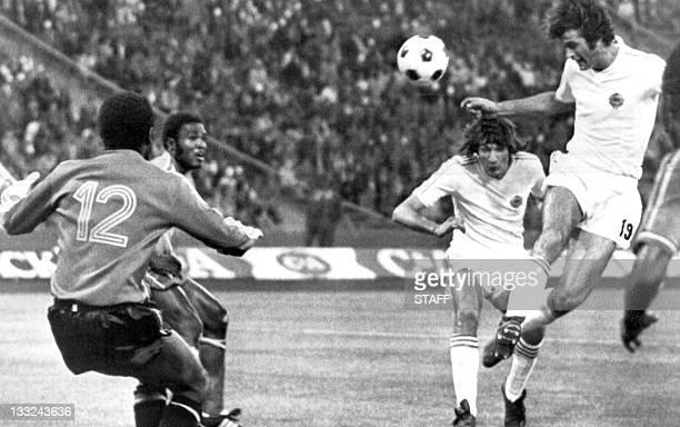 Yugoslav forward Dusan Bajevic heads the ball past substitute goalkeeper Dimbi Tubilandu from Zaire to score a goal 18 June 1974 in Gelsenkirchen...