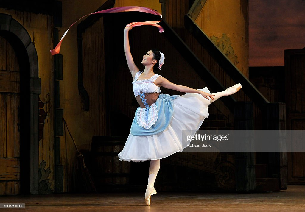 """Fille Mal Gardee"" Performed By The Royal Ballet At The Royal Opera House : News Photo"