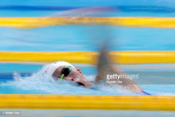 Yui Ohashi of Japan competes in the Women's 400m Individual Medley Final on day two of the FINA Swimming World Cup Tokyo at the Tokyo Tatsumi...