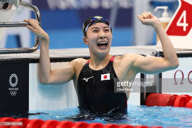 Yui Ohashi of Team Japan celebrates after winning the gold medal in the Women's 400m Individual Medley Final on day two of the Tokyo 2020 Olympic...