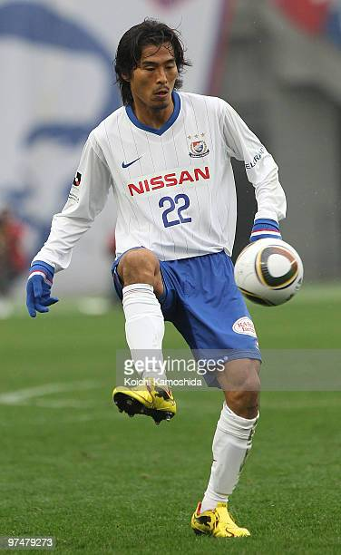 Yuji Nakazawa of Yokohama F. Marinos controls the ball during the J.League match between FC Tokyo and Yokohama F. Marinos at Ajinomoto Stadium on...