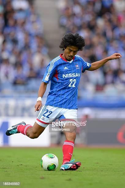 Yuji Nakazawa of Yokohama F Marinos in action during the JLeague match between Yokohama FMarinos and Sanfrecce Hiroshima at Nissan Stadium on October...