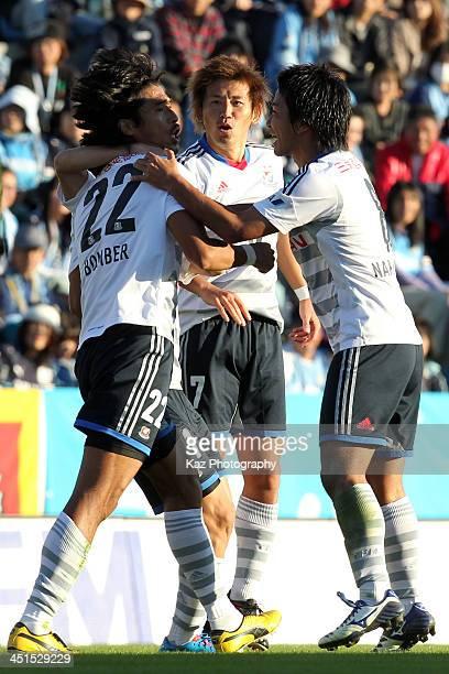 Yuji Nakazawa of Yokohama FMarinos celebrates scoring his team's first goal with his team mates Shingo Hyodo and Kosuke Nakamachi during the JLeague...