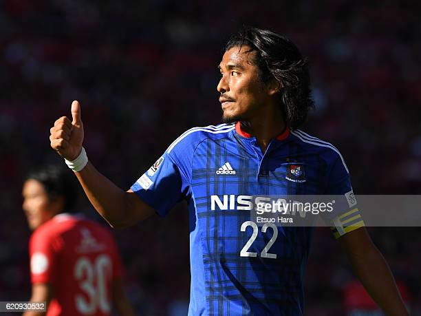 Yuji Nakazawa of Yokohama FMarinos gestures during the JLeague match between Urawa Red Diamonds and Yokohama FMarinos at Saitama Stadium on November...