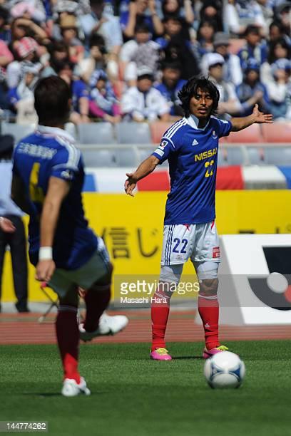 Yuji Nakazawa of Yokohama FMarinos gestures to Yuzo Kurihara during the JLeague match between Yokohama FMarinos and Gamba Osaka at Nissan Stadium on...