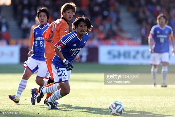Yuji Nakazawa of Yokohama FMarinos in action during the JLeague match between Shimizu SPulse and Yokohama F Marinos at IAI Stadium Nihondaira on...