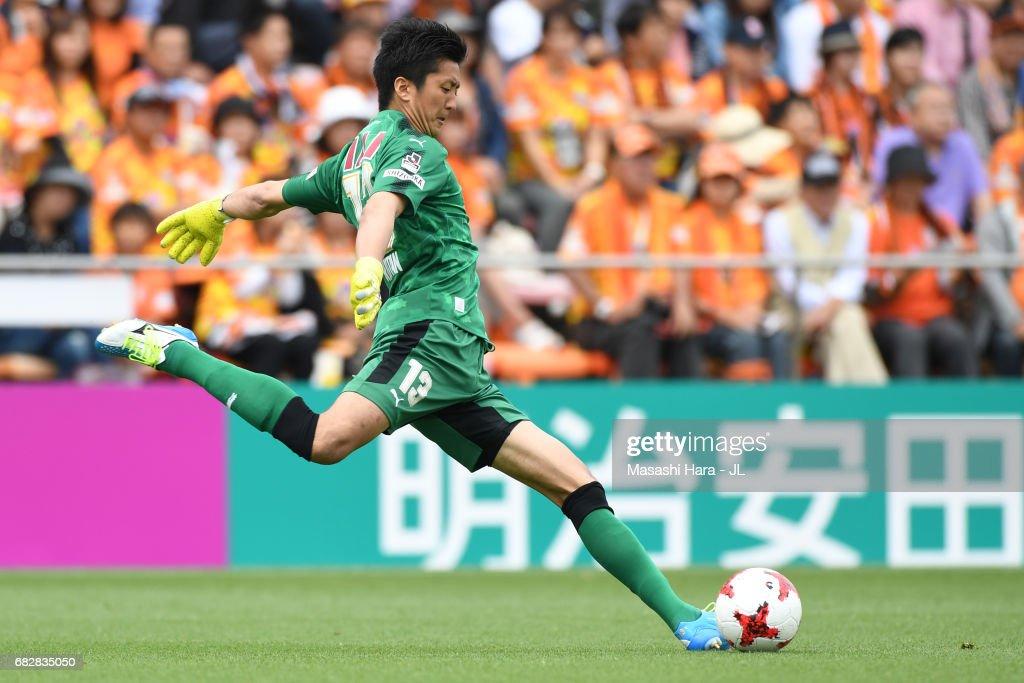 Shimizu S-Pulse v Sagan Tosu - J.League J1 : ニュース写真