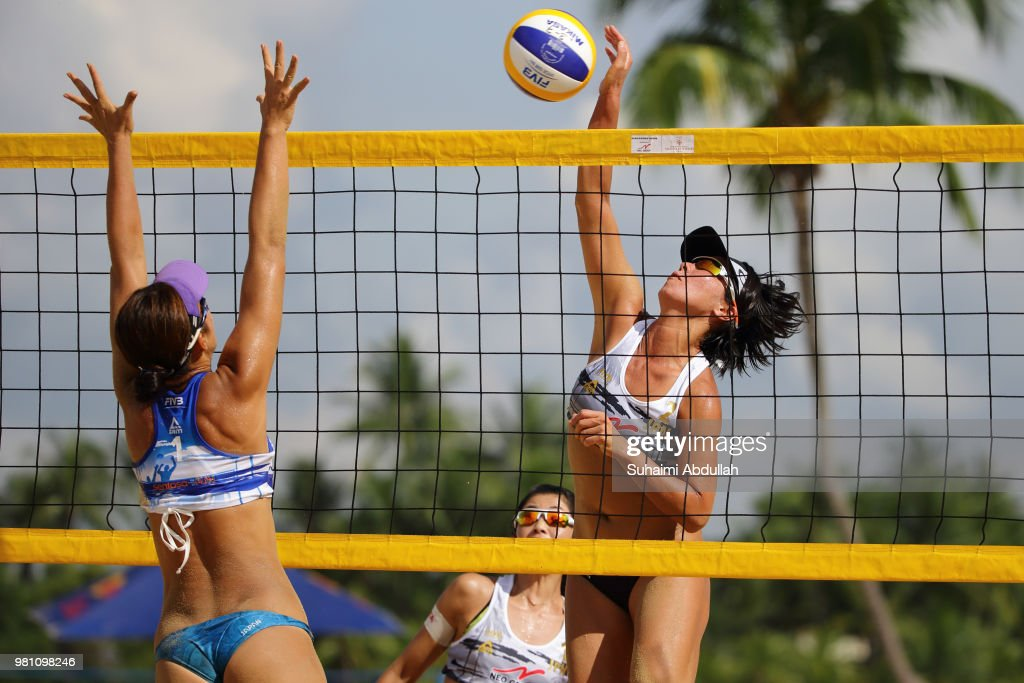 FIVB Beach Volleyball World Tour Singapore - Day 1 : ニュース写真