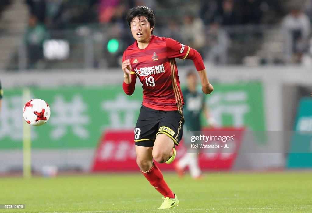 FC Gifu v Zweigen Kanazawa - J.League J2 : ニュース写真
