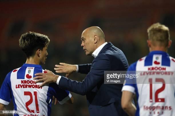 Yuki Kobayashi of SC Heerenveen Coach Jurgen Streppel of SC Heerenveen during the Dutch Eredivisie match between VVV Venlo and sc Heerenveen at...