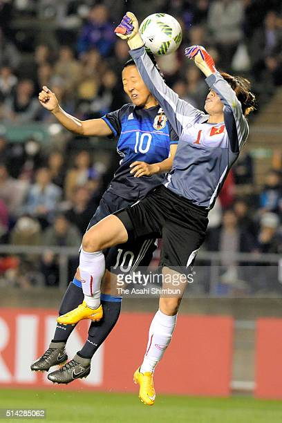 Yuki Ogimi of Japan and Dang Thi Kieu Trinh of Vietnam compete for the ball during the AFC Women's Olympic Final Qualification Round match between...