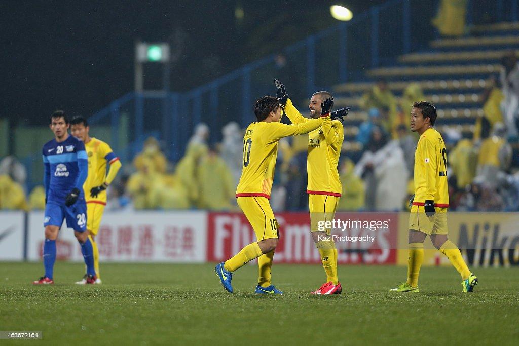 Yuki Otsu (L) and Leandro Montera Da Silva of Kashiwa Reysol celebrate their 3-2 win in the AFC Champions League play-off match between Kashiwa Reysol and Chonburi FC at Hitachi Kashiwa Soccer Stadium on February 17, 2015 in Kashiwa, Chiba, Japan.