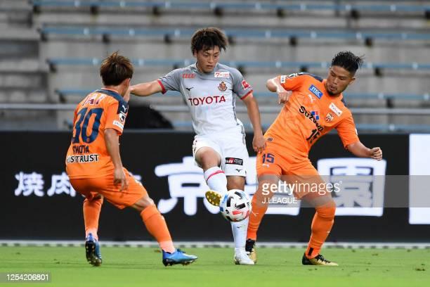 Yuki Soma of Nagoya Grampus controls the ball under pressure of Shota Kaneko and Takashi Kanai of Shimizu S-Pulse during the J.League Meiji Yasuda J1...