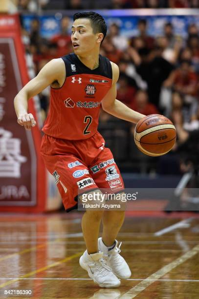 Yuki Togashi of the Chiba Jets handles the ball during the BLeague Kanto Early Cup final between Alvark Tokyo and Chiba Jets at Funabashi Arena on...