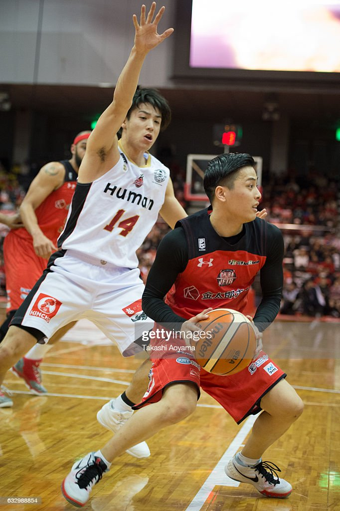 Yuki Togashi #2 of the Chiba Jets looks to pass during the B. League game between Chiba Jets and Osaka Evessa at Funabashi Arena on January 29, 2017, Funabashi, Japan.