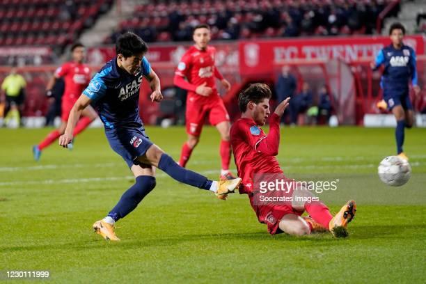 Yukinari Sugawara of AZ Alkmaar scores the second goal to make it 0-2 during the Dutch Eredivisie match between Fc Twente v AZ Alkmaar at the De...