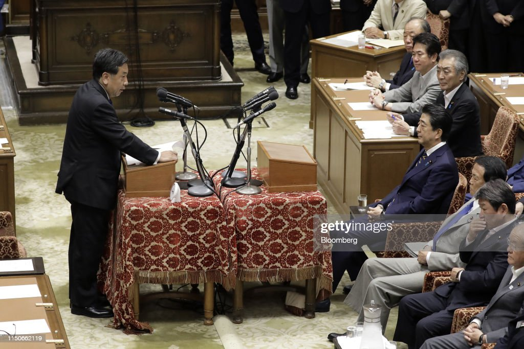 Japan's Party Leaders' Debate at Parliament : Foto jornalística