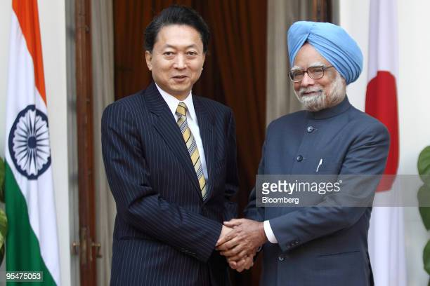 Yukio Hatoyama, Japan's prime minister, left, shakes hands with Manmohan Singh, India's prime minister, prior to their meeting in New Delhi, India,...