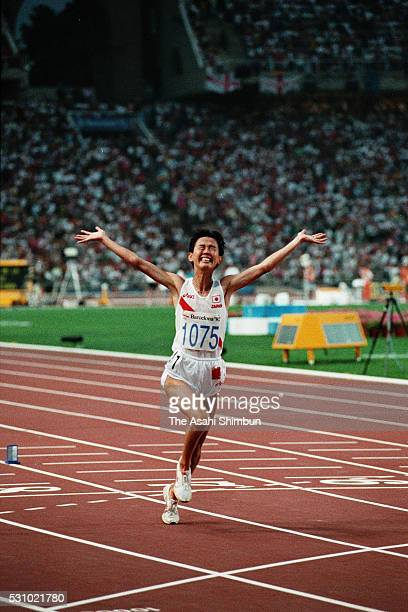 Yuko Arimori of Japan celebrates winning the silver medal in the Women's Marathon during the Barcelona Summer Olympic Games on August 1 1992 in...
