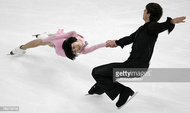Yuko Kawaguchi and Alexander Smirnov of Russia perform at the figure skating ISU Grand Prix Cup of Russia in Moscow 23 November 2007 AFP PHOTO / YURI...