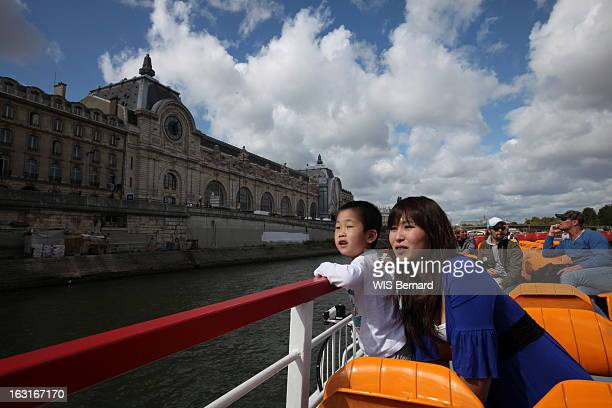 Yuko Sugimoto Icon Of The Tsunami That Devastated Japan Visiting Paris Paris 5 septembre 2011 Yuko SUGIMOTO une jeune japonaise de 28 ans habitant la...